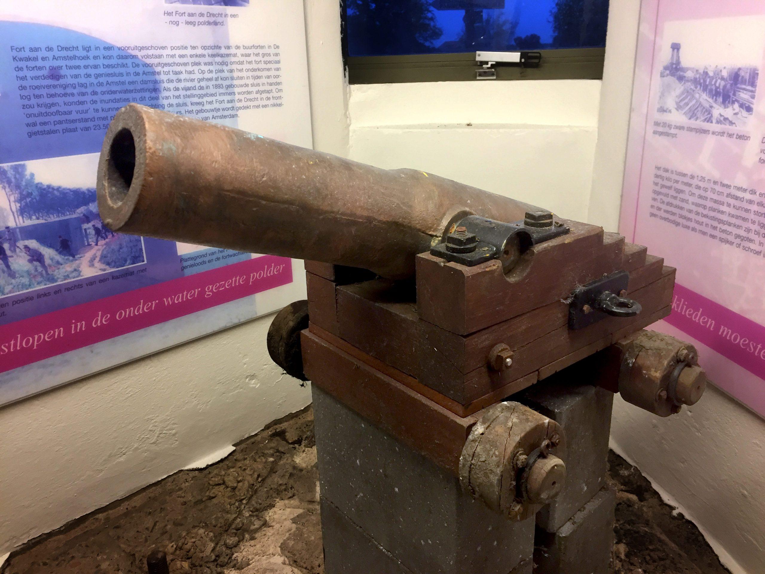 Kanon op Fort aan de Drecht - Liniebreed